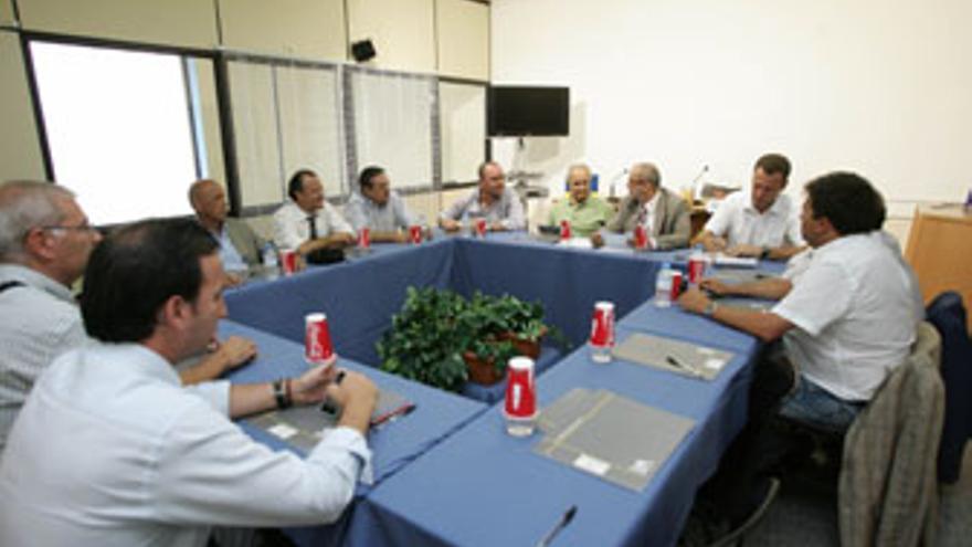 Imagen de archivo de una reunión del consejo de administración del CB Gran Canaria. (QUIQUE CURBELO)