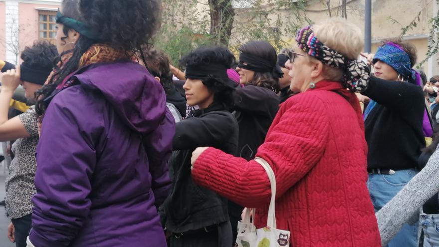 Un centenar de mujeres en la Plaza del Pumarejo en Sevilla