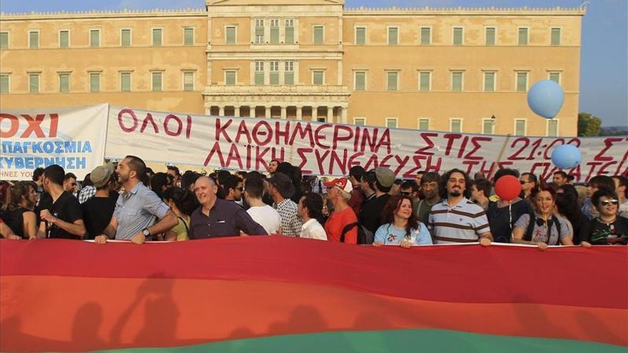 El Parlamento griego aprueba una ley que permite las uniones civiles del mismo sexo