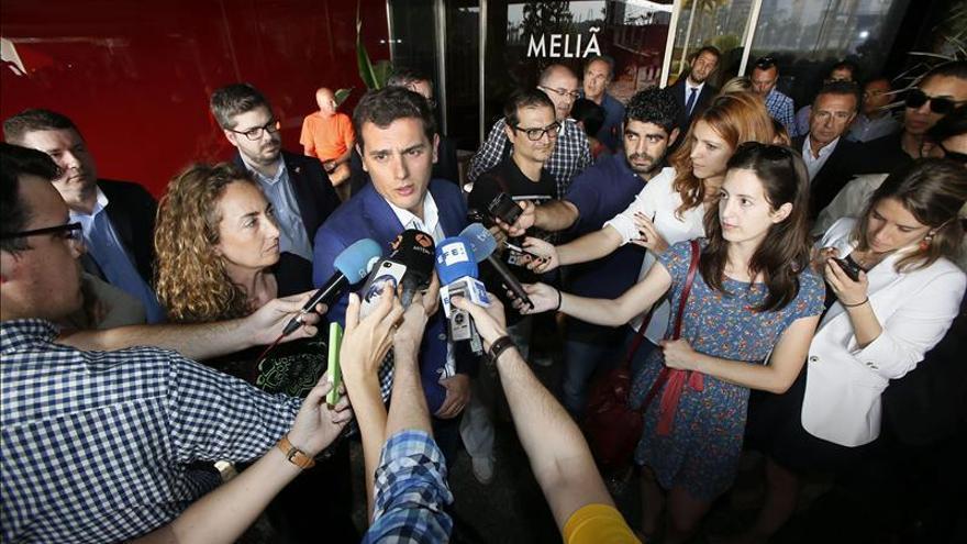"""Rivera apunta que son """"el antídoto"""" contra la inestabilidad y contra el inmovilismo"""