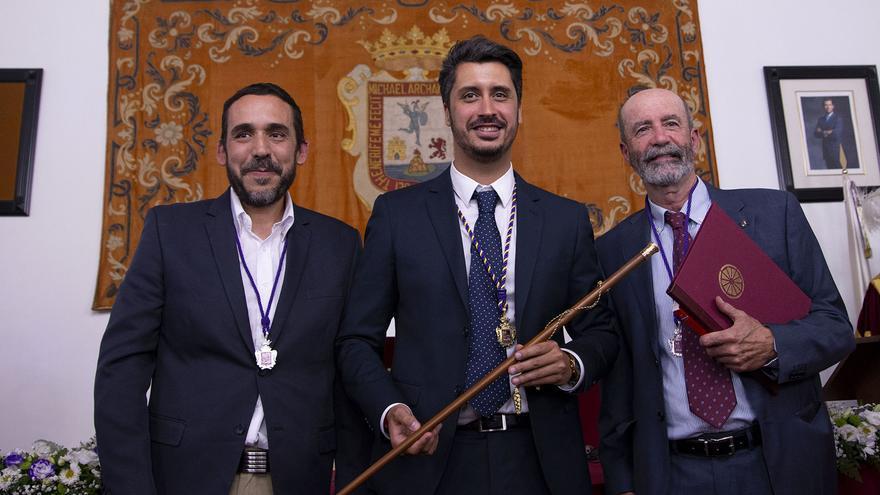 Rubens Ascanio (Unidas Se Puede), el alcalde socialista y Santiago Pérez (Avante), los líderes de los tres partidos de izquierda que impidieron un nuevo mandato con CC en el gobierno