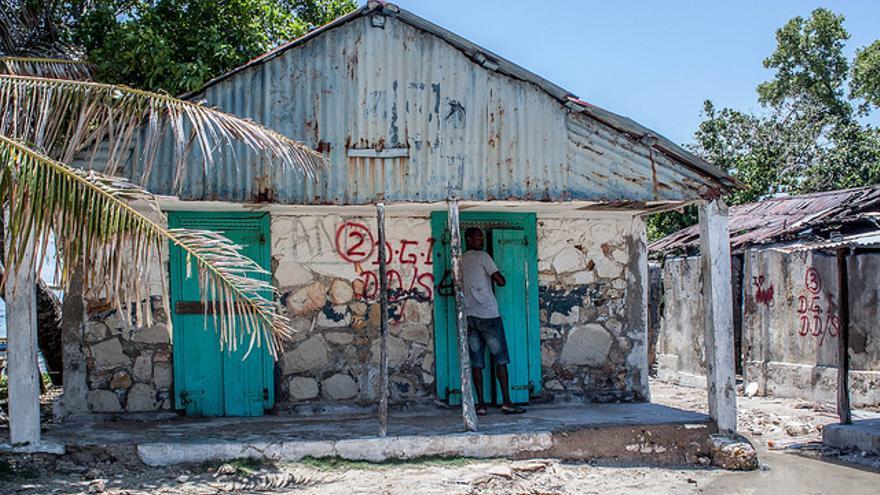 Casas marcadas para ser derrumbadas en Madame Bernard, Île-à-vache/ Iolanda Fresnillo