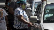 """Nicaragüenses en Panamá buscan regresar en una """"gran caravana"""" a su país"""