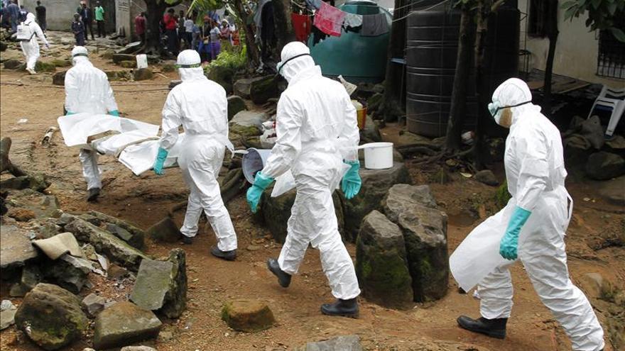 Obama y Hollande piden una mayor movilización contra el ébola en África