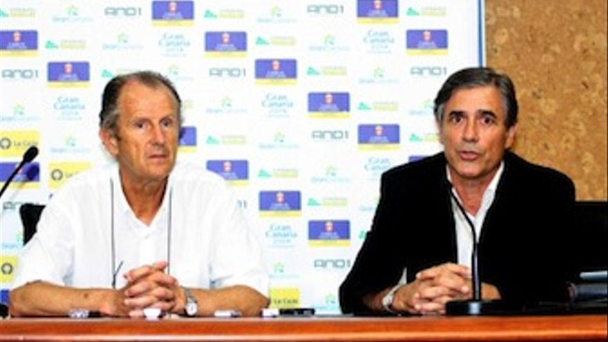 El presidente del Gran Canaria, Joaquín Costa, junto al director deportivo, Berdi Pérez. (Acfi Press)