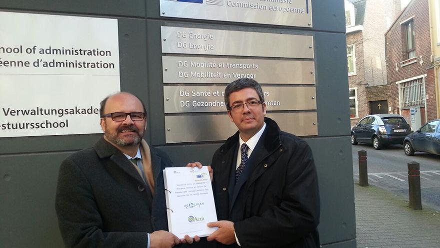La Asociación Eólica de Canarias (Aeolican) y la Asociación Canaria de Energías Renovables (Acer) entregan la denuncia a la Comisión Europea.