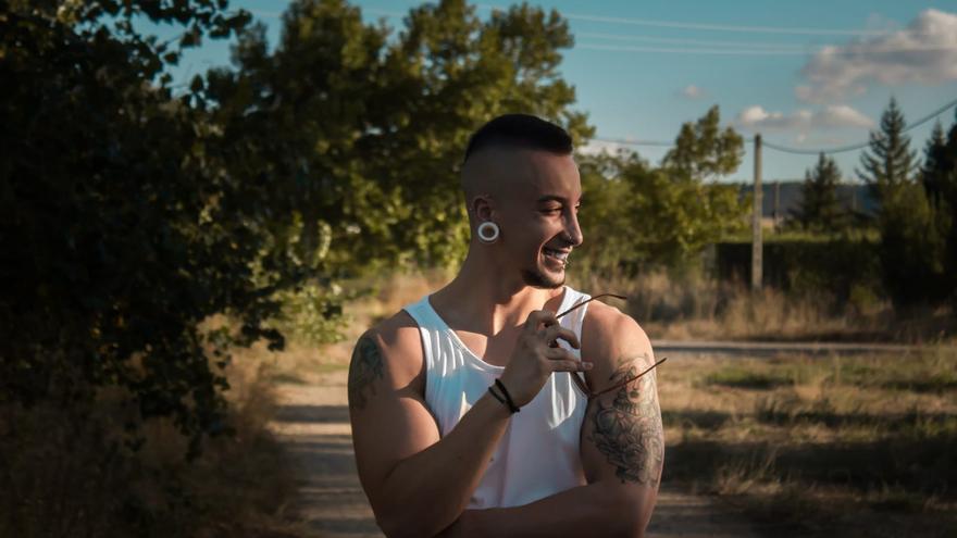Álvaro, de 24 años, vive en Venta de Baños (Palencia)