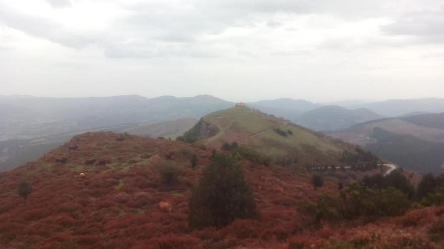 """Museo de las Encartaciones y Juntas Generales de Bizkaia realizan un itinerario """"cultural"""" por el monte Kolitza"""