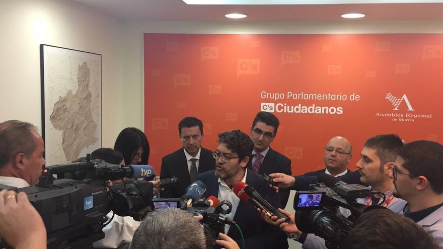 Miguel Sánchez tras la reunión de negociación de los prespuestos con el PP