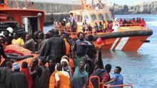 Imagen de archivo. Rescatan a 36 inmigrantes a bordo de 4 pateras en el Estrecho/ Efe