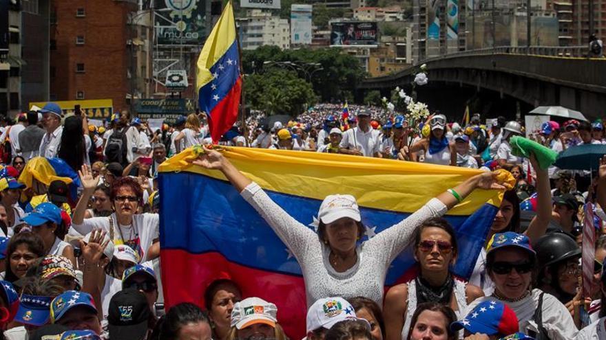 Las mujeres protagonizan una jornada de manifestaciones pacíficas en Venezuela