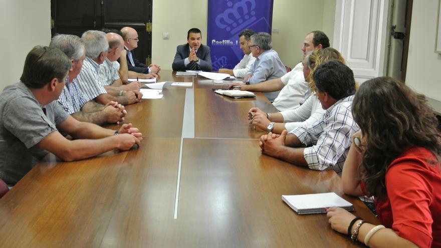 El consejero de Agricultura se reúne con regantes albaceteños del Segura / Foto: JCCM