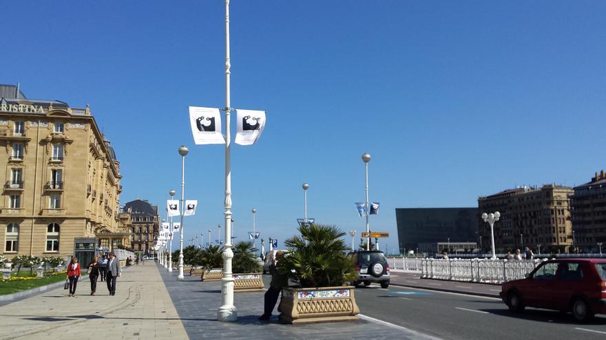 Banderolas de la Capitalidad Cultural Europea 2016 por las calles de San Sebastián