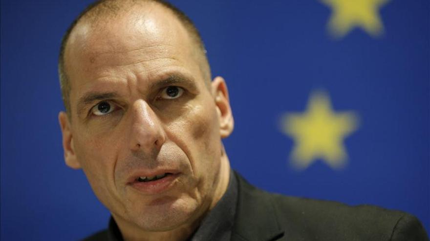 Dimite Varufakis para facilitar un acuerdo con los acreedores