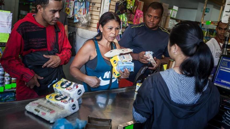 Venezuela acumula una inflación de 249 % en lo que va de 2017, según el Parlamento