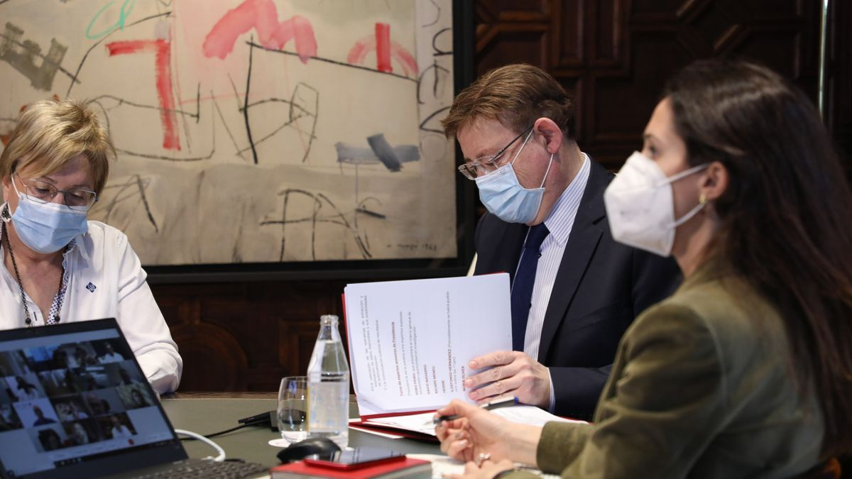 El president de la Generalitat, Ximo Puig, durante una reunión con la consellera de Sanidad, Ana Barceló.