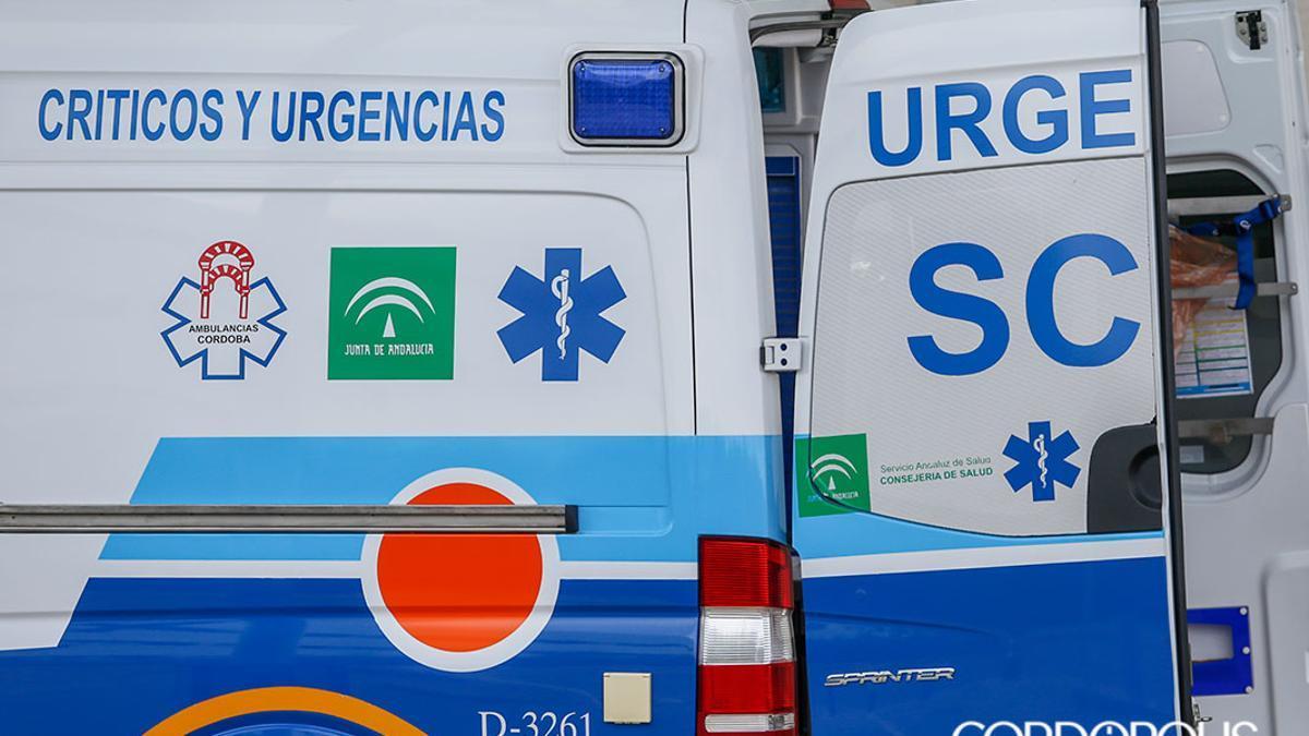 Una ambulancia en Córdoba   ÁLEX GALLEGOS
