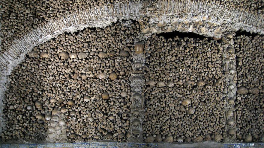 La tétrica Capilla de los Huesos. Jiashiang