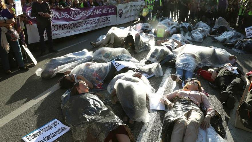 """Cientos de personas marchan contra """"incumplimiento"""" Pacto Violencia Machista"""