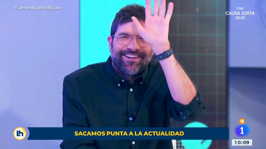Nacho García, durante su sección en 'La hora de La 1'