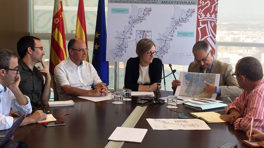 La consellera de Obras Públicas, María José Salvador, y el secretario autonómico Josep Vicent Boira, durante el acto sobre el Corredor Mediterráneo