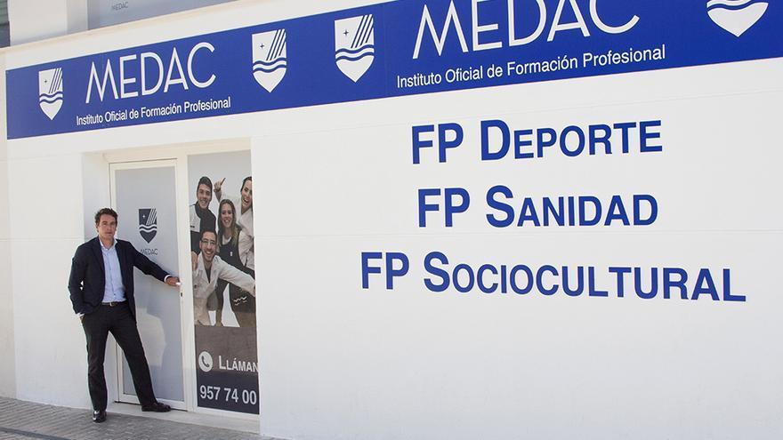 Elías Cabrera, director de Medac Córdoba, en las instalaciones del centro.
