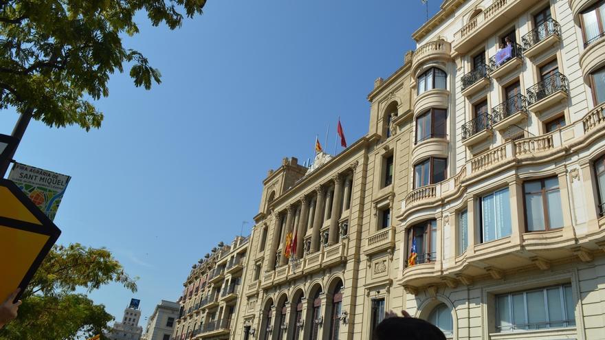Quitan la bandera española del Ayuntamiento de Lleida y vuelve a aparecer minutos después
