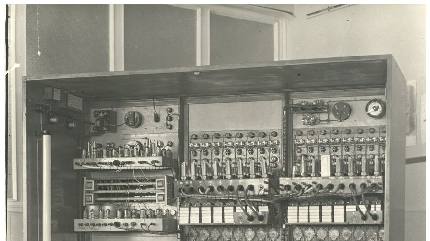 Parte trasera del analizador diferencial, considerado el primer computador analógico construido en España