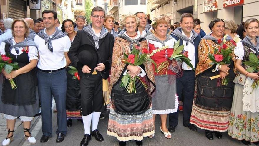 Pasacalles de inauguracion de la feria de Albacete 2014 con la alcaldesa Carmen Bayod y el consejero de educacion de CLM Marcial Marin / Foto: Europa Press