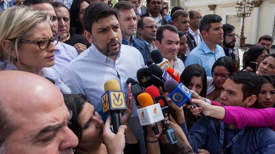 La oposición venezolana asegura que las firmas para el referéndum superan la cifra exigida