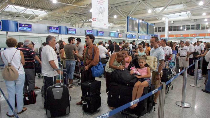 Grecia cede 14 aeropuertos al consorcio alemán Fraport y griego Kopeluzos