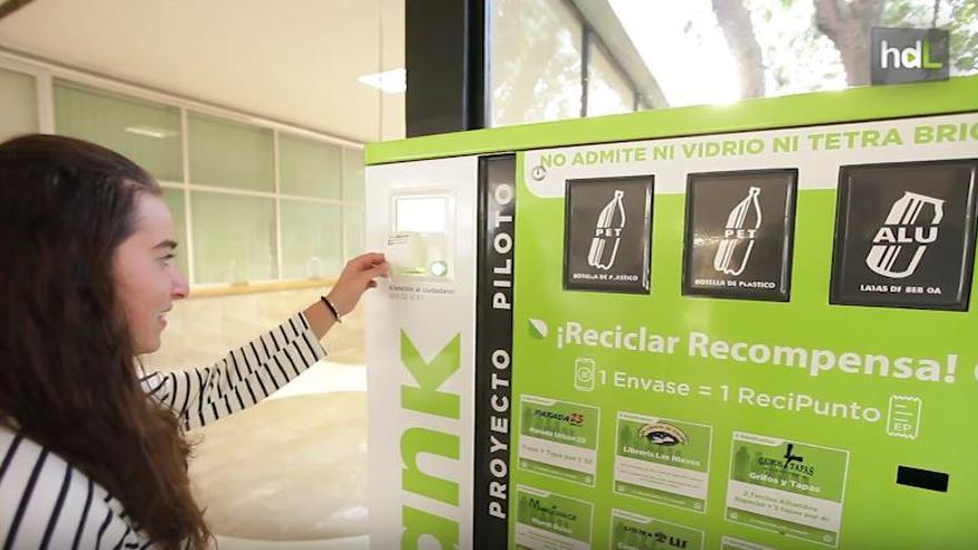 Máquina de cajeo de productos reciclables
