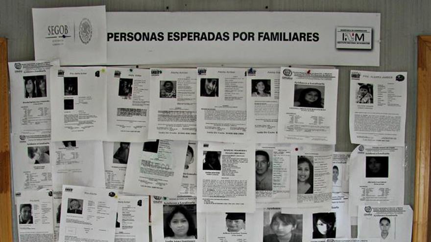 Carteles de personas desaparecidas en Juárez. / Javier Molina.