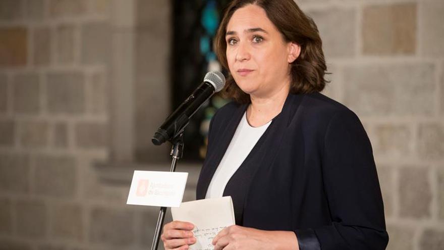 Ada Colau agradece a Puigdemont que apueste por el diálogo y la mediación