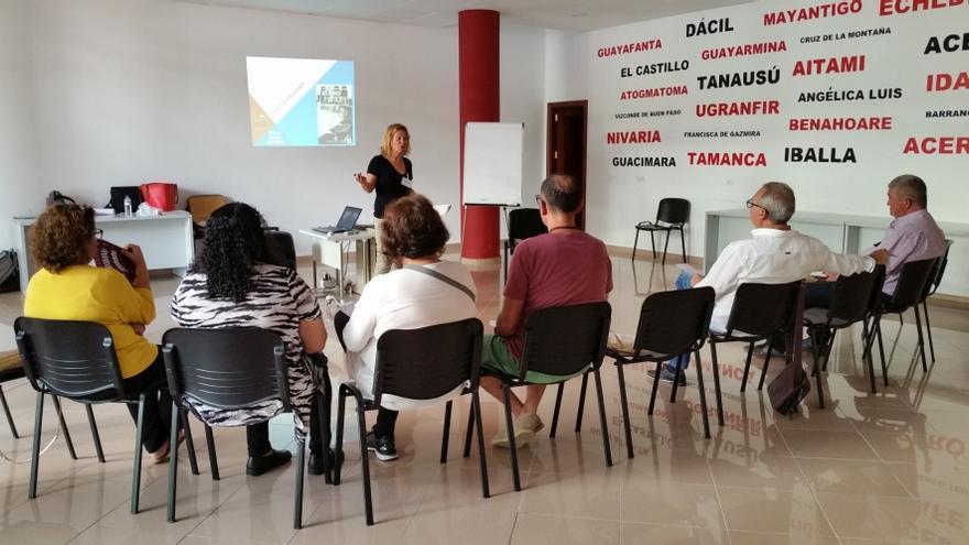Imagen de archivo de reunión de vecinos de Montaña Tenisca. Foto: Ayuntamiento de Los Llanos.