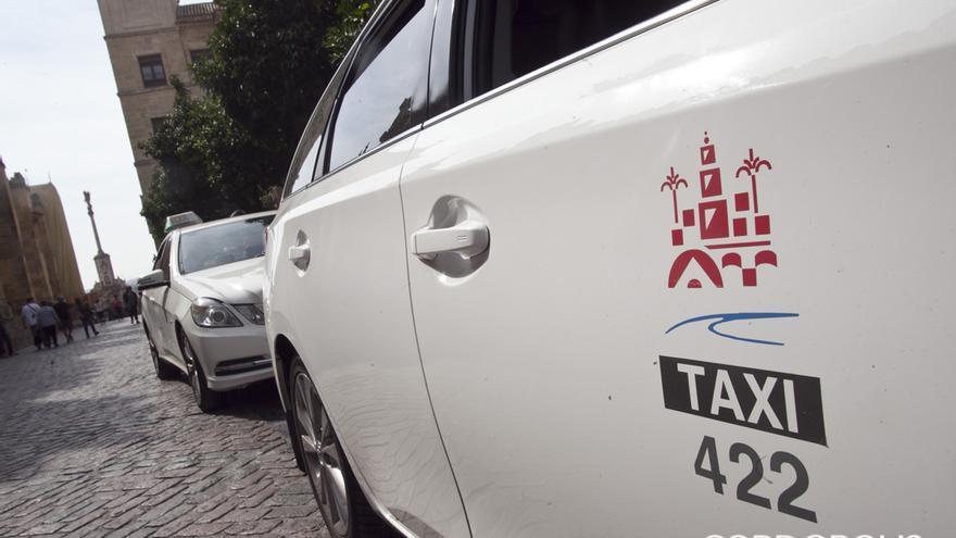 Taxis cordobeses en el entorno de la Mezquita   MADERO CUBERO