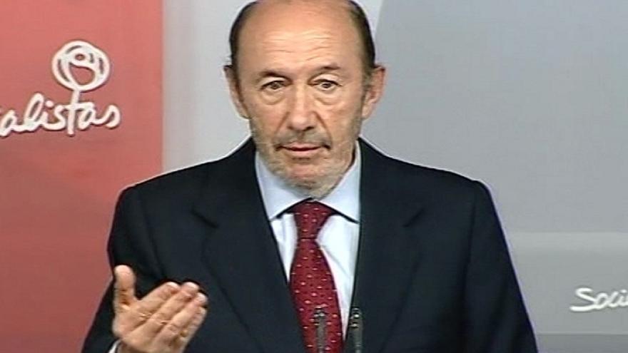 Rubalcaba defendió un congreso tras hablar con los 'barones', mientras gran parte de la Ejecutiva prefería primarias