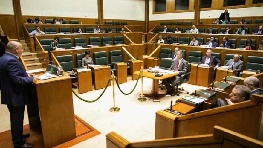 La Cámara vasca insta a ETA a un desarme unilateral, definitivo y verificado