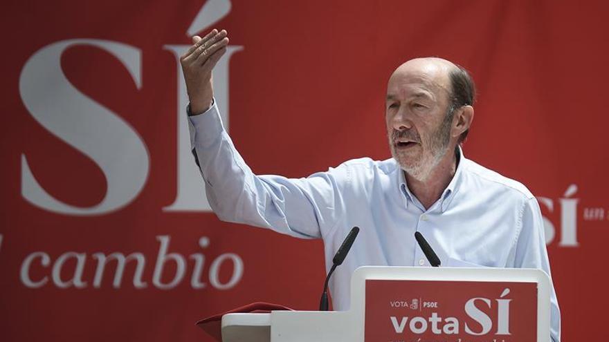 Rubalcaba: No se puede gobernar con un proyecto que rompe España