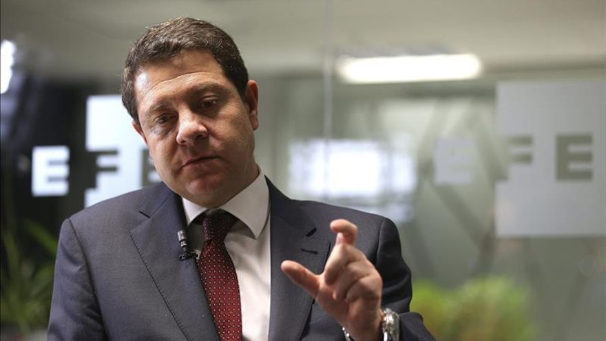 """García Page ve """"muy difícil"""" pactar con Podemos y asegura que no pagará """"ningún peaje"""""""