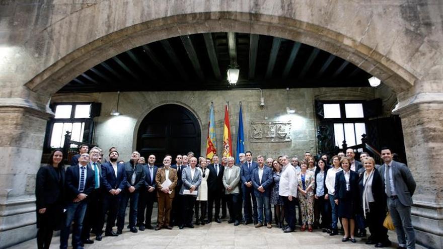 Puig avanza a Rajoy que pedirá al Estado que asuma la mayor parte de la deuda autonómica