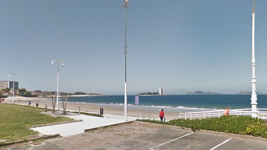 Playa de Samil, en Vigo, en la que Mamadou Kane trabajaba como vendedor ambulante cuando fue detenido