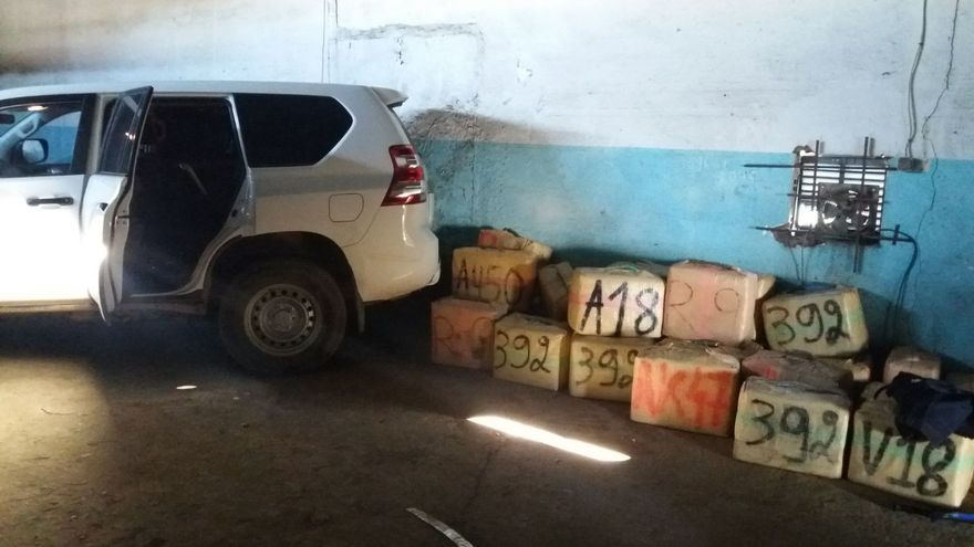 Imagen de un vehículo intervenido con droga en La Línea.