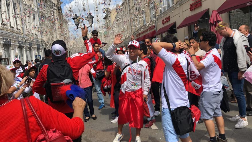 Un grupo de aficionados peruanos, en las calles de Moscú por el Mundial de Rusia / Alexandra Ivanova\CrowdSpark