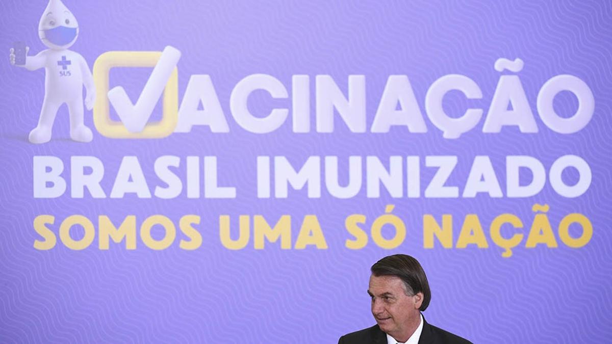 Brasil aprobó dos vacunas y comenzó a aplicar una de ellas