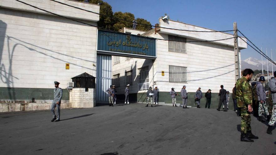 La entrada de la cárcel de Evin, donde hay numerosos presos políticos.