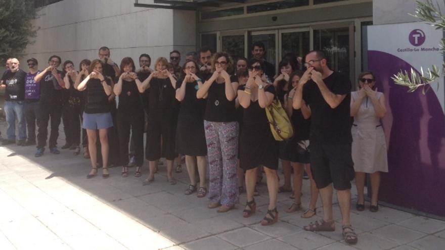 Protesta de los trabajadores de RTVCM contra manipulación y Ley Mordaza / Foto: Twitter