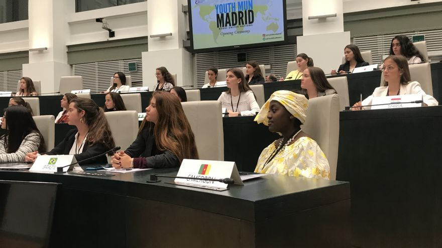 Las estudiantes que participan en Youth Mun Madrid el 12 y 13 de abril, este viernes.