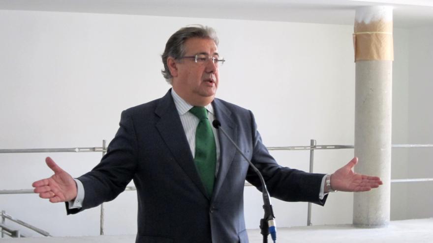 """Zoido reitera que """"todas"""" sus retribuciones del PP constan en sus declaraciones de Hacienda, """"presentadas en Parlamento"""""""