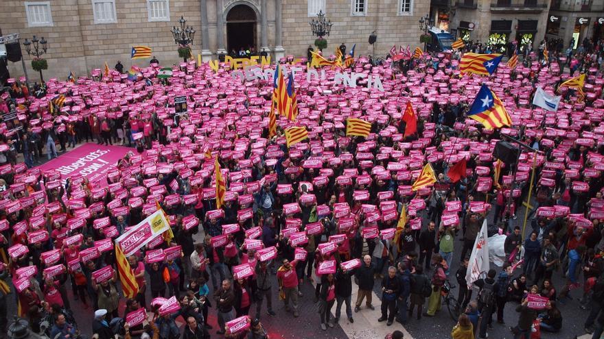 """Miles de personas se manifiestan en Barcelona a favor de la """"desobediencia"""" para alcanzar la independencia"""